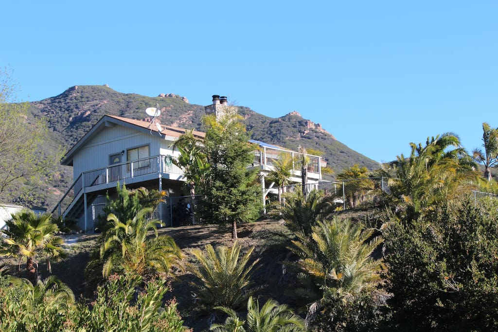 Malibu mountain getaway houses for rent in malibu for Malibu mansions for rent