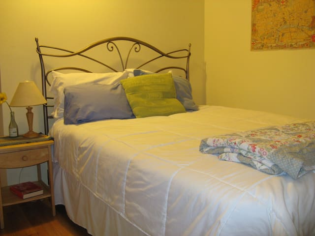 Lovely, freshly renovated room overlooking garden - Bellingham