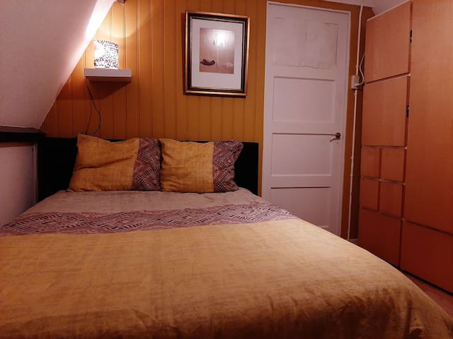 Sunshine Residence, een rustige warme kamer , wifi