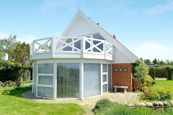 Spacious Holiday Home in Hemmet Jutland near the Sea