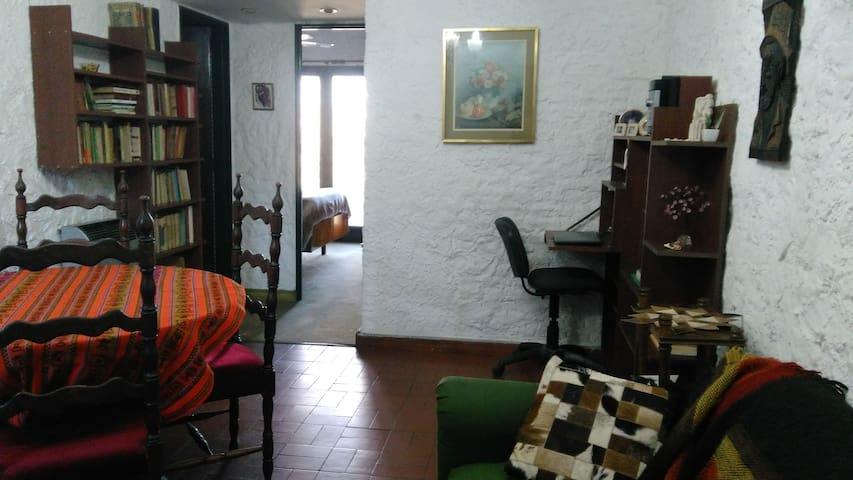 Colonial Apartment