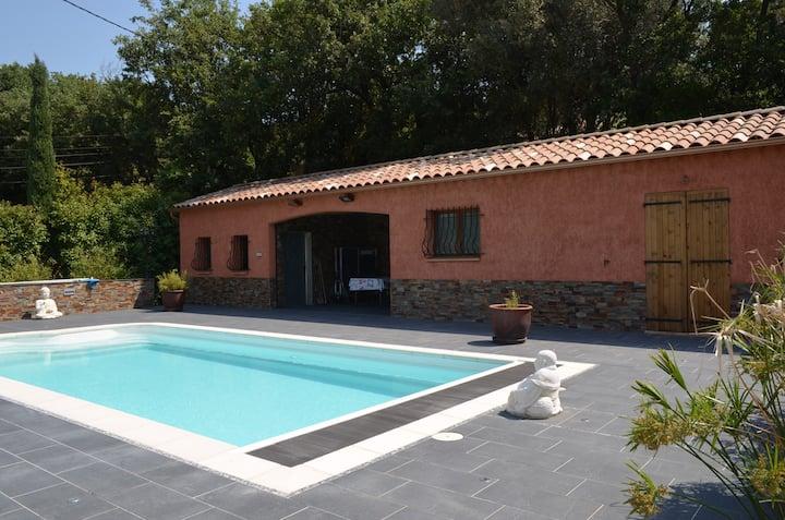 studio récent climatisé  indépendant avec piscine
