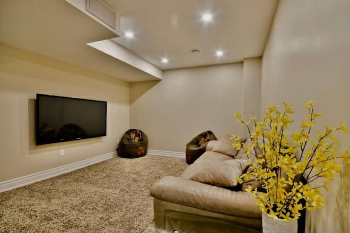 Entire Private Bsmt 2 bedrooms with 2 washrooms