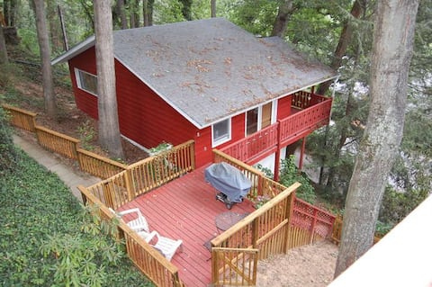 Treehouse Chalet above Downtown and Winding Road!