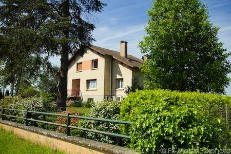 Au Nid de l'Ecureuil - Brens - ที่พักพร้อมอาหารเช้า