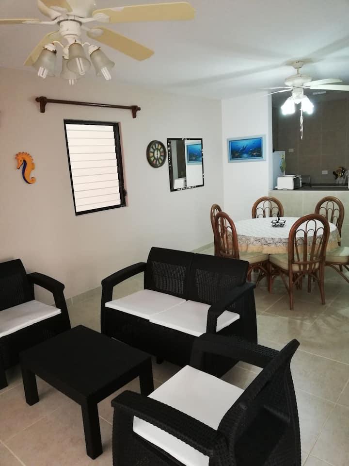 Recién remodelado Precioso y cómodo condominio