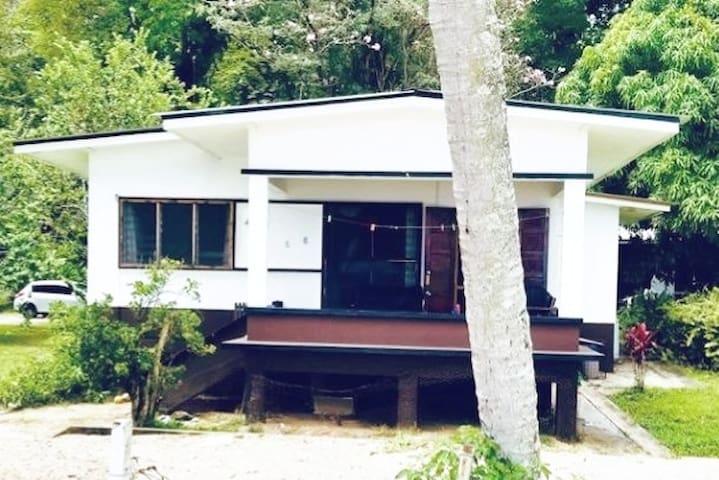 Man 'O War Cottage #5 (3 bedrooms)
