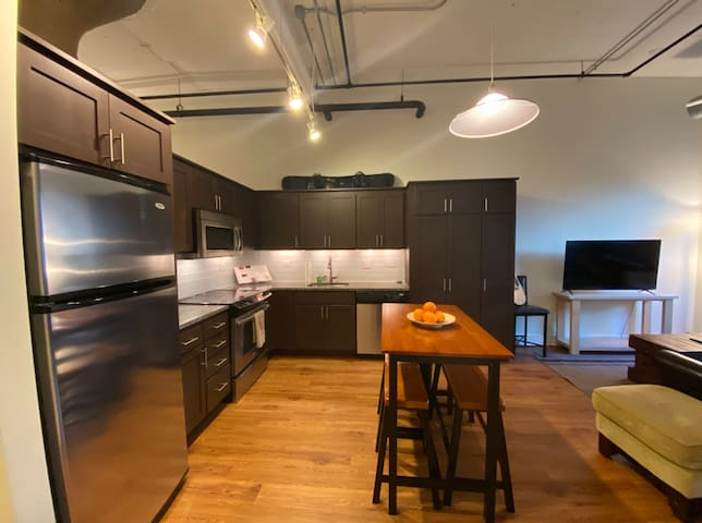 Spacious One Bedroom in Navy Yard