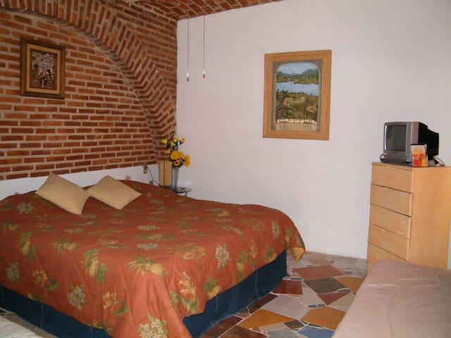 Hostal la casa del lago  exclusivo en villa corona - Villa Corona - Hostal