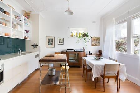Sunny Bondi Beach Apartment