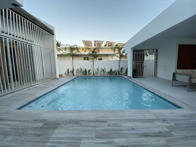 PRIVATE POOL IN BEACH FRONT HOME OPTION TO STEAM AND FOG CLEAN (TILL SEPTEMBER)