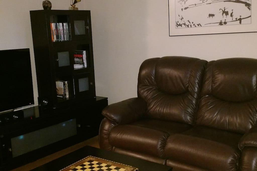 Salon télévision, cinéma maison, 2 fauteuils doubles