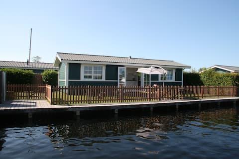 B57 - Waterfront Cabin Lake District of Amsterdam