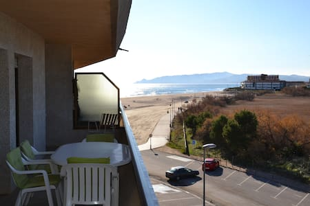 Apartments with seaview, 25 meters from beach - L'Estartit
