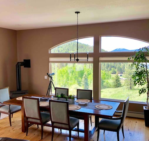 Gorgeous 4BD Mountain Home with Amazing Views!