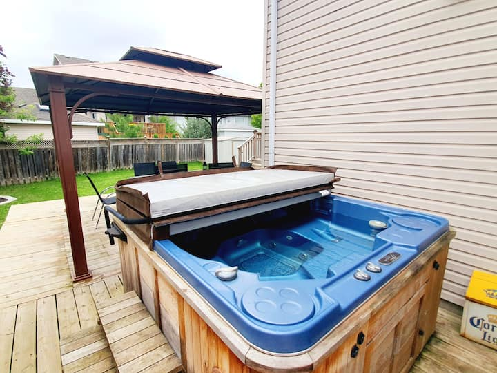 Modern Private Space with Hot Tub (Great Location)
