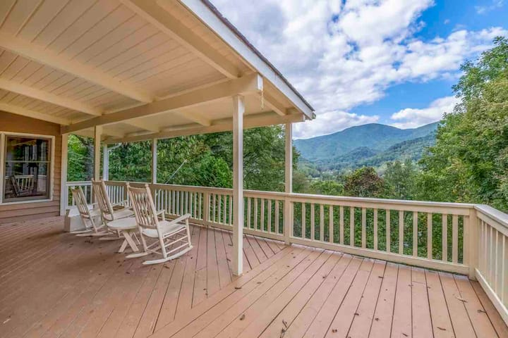 Keaton Cottage - Charming Home, Spectacular Views!