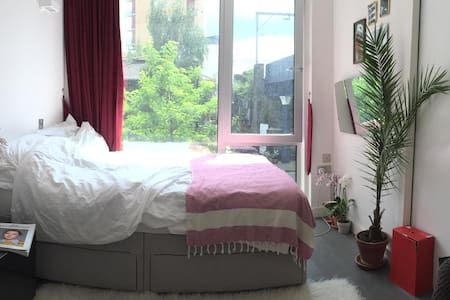 Double room in a converted warehouse in Hackney - London - Lägenhet