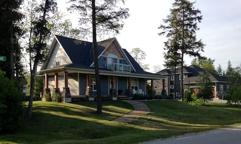 Kew Cottage-A Tranquil Getaway, Bayfield, Ontario