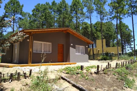 Casa familiar frente al bosque
