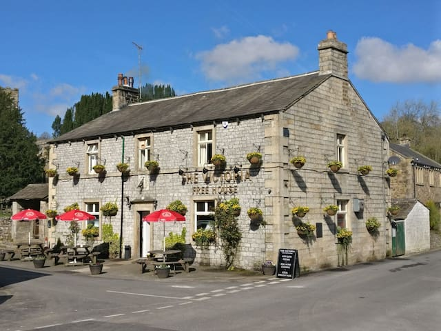 Traditional Yorkshire Dales Inn with rooms R4