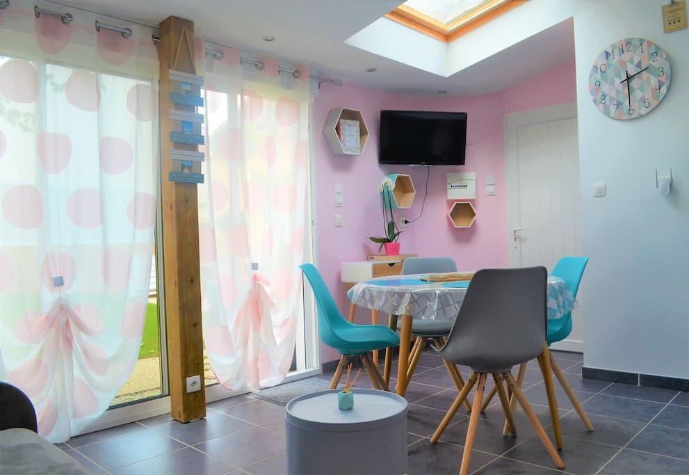 charmant studio individuel parking gratuit appartements louer vannes bretagne france. Black Bedroom Furniture Sets. Home Design Ideas