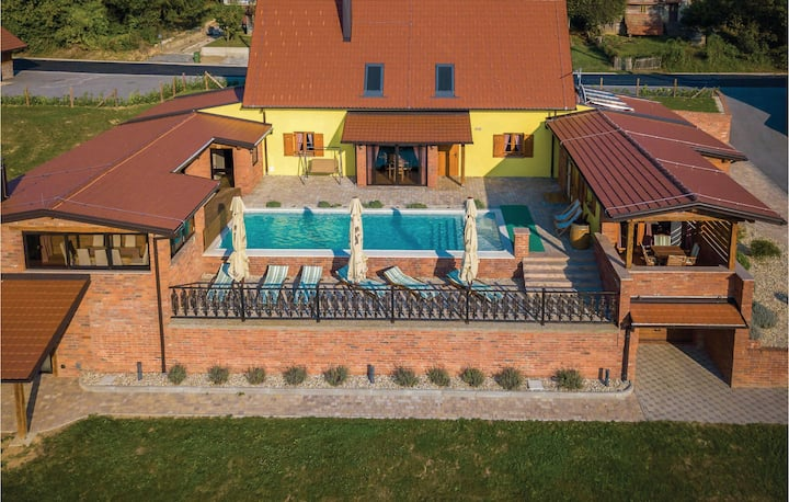 Stunning home in Repusnica with Sauna, WiFi and 5 Bedrooms