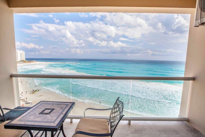 Beachfront studio in Hotel Zone Cancún! Best beach
