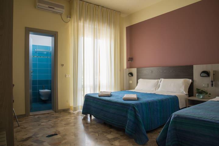 Camera Tripla con bagno privato vicino al mare