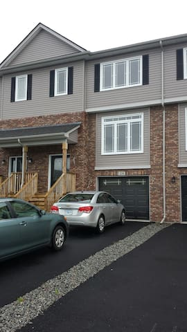 New townhouse in Larry Uteck Area