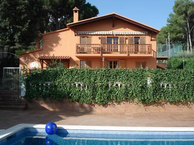 House Ametlla del Vallès, Barcelona - L'Ametlla del Vallès - Huis