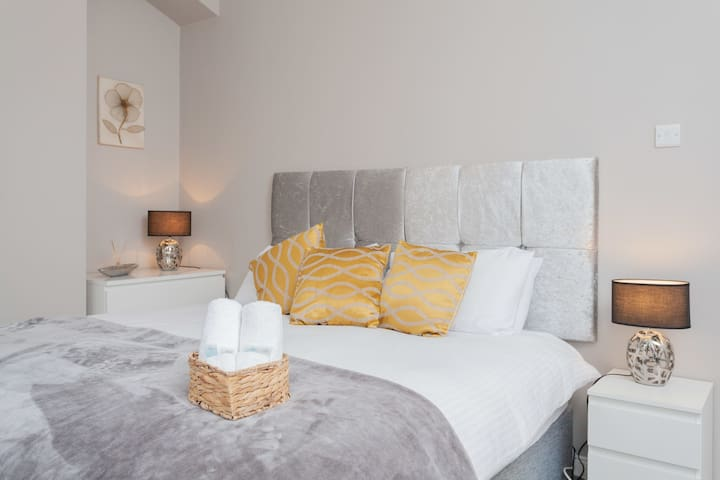 Deluxe Double Room in Newly Refurbished House