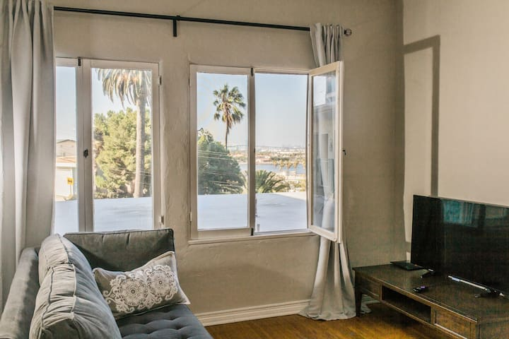 Beachside. Bay views! Parking. Laundry.