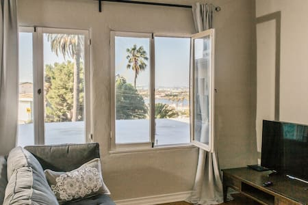 Mo.Beachside Suite Close to LB - Los Angeles