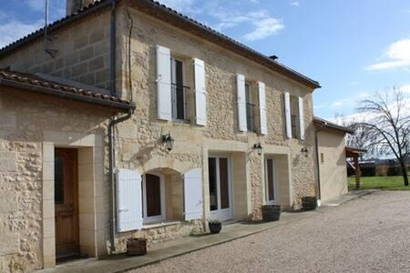 Maison en pierre près Saint Emilion  Bordeaux - Saint-Pey-de-Castets - Haus