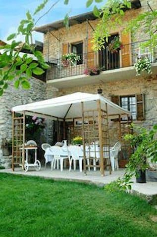 B&B Antico Borgo Sanda-Lago Maggiore - Casalzuigno - House