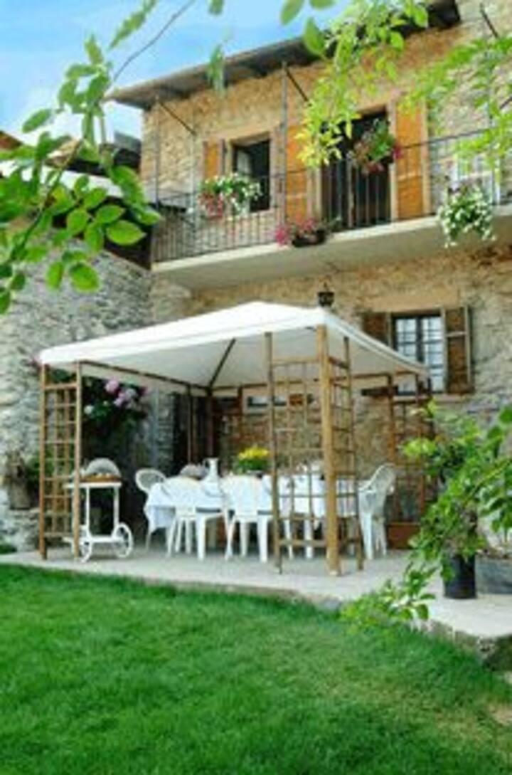 B&B Antico Borgo Sanda-Lago Maggiore