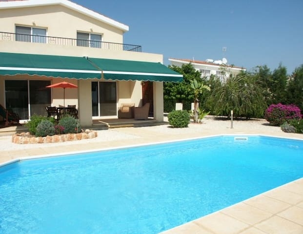 cyprus villa villas louer peyia paphos chypre. Black Bedroom Furniture Sets. Home Design Ideas