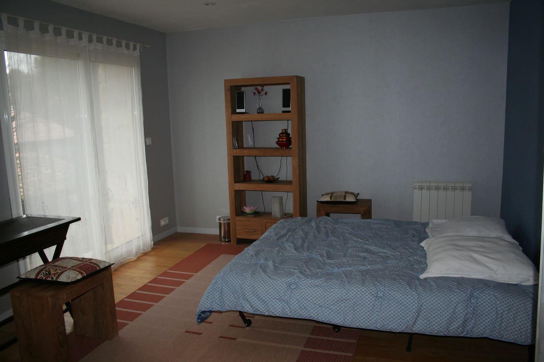 chambre 1 avec 1 lit à 2 places  ou 2 lits à 1 place