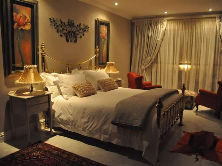 WATERFRONT @TheBay Guest Villa: Rose Room