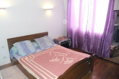 Chambres meublées dans une maison . - Saint-Pierre-de-Bœuf - Casa