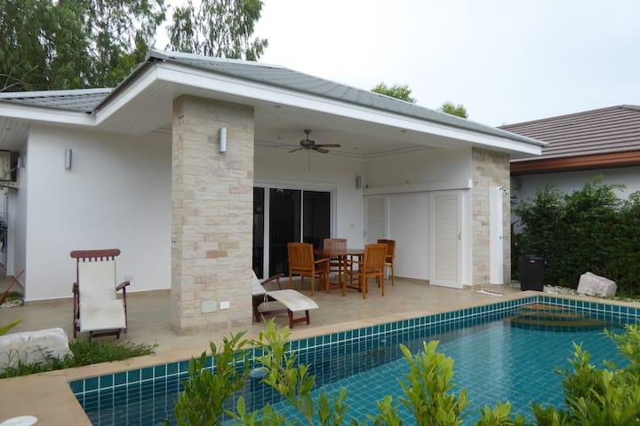 Villa 2Br w/ private pool close to the beach