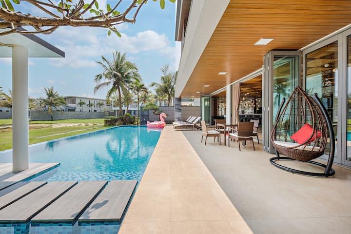 Beachfront Luxury 08-BDR Villa within Ocean Villas