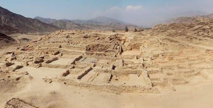 Hosting in a millenial village from Peru