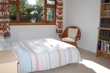 Guest Room in Kintore (Room 2 of 2)