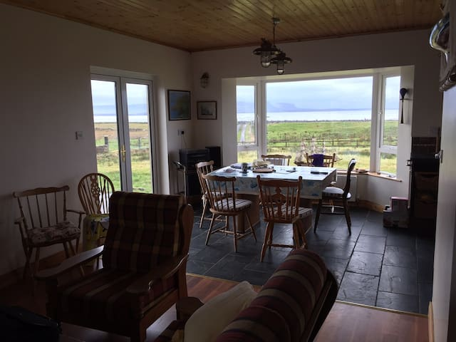Stunning views,heart of Donegal Bay - Ballyshannon - House