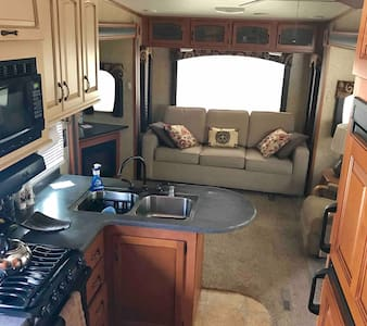 Luxury 36' RV in quiet neighborhood outside Tampa