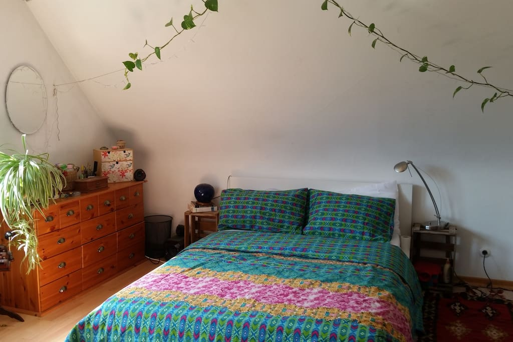 A cozy king size bed  (160x210 cm) in the bedroom.