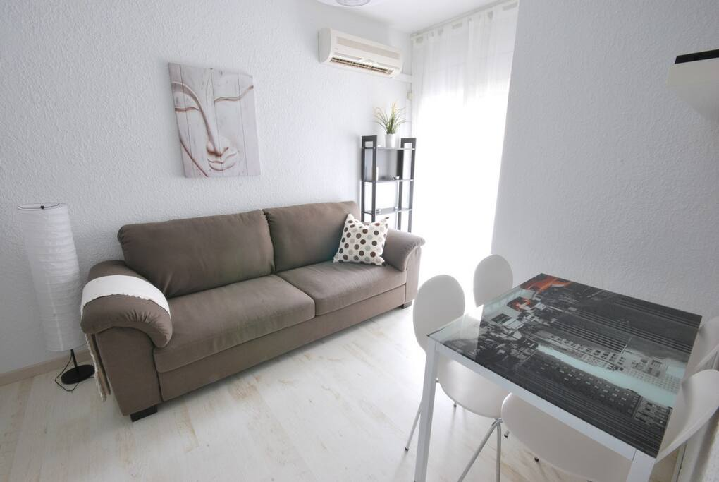 Cozy Barcelona Gaudí Apartment