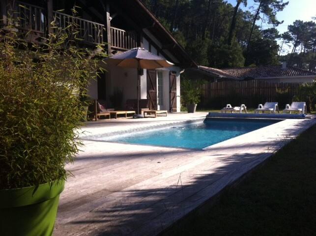 Villa avec piscine quartier privilégié